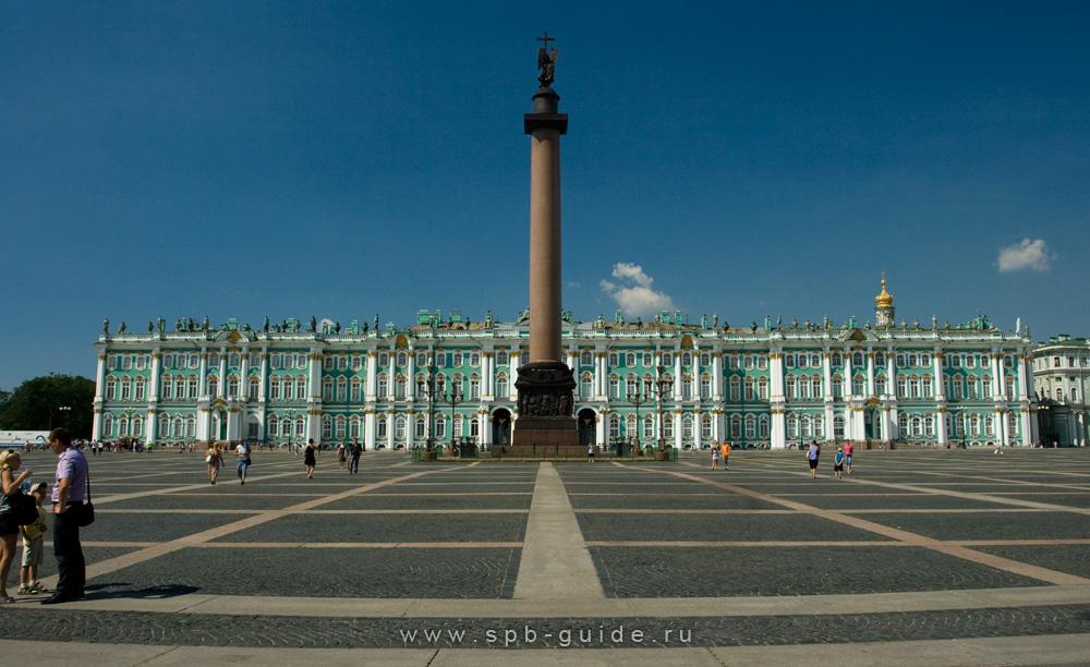 Дворцовая площадь - главная достопримечательность Санкт-Петербурга