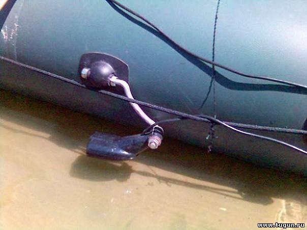 Крепеж датчика эхолота на транец лодки своими руками
