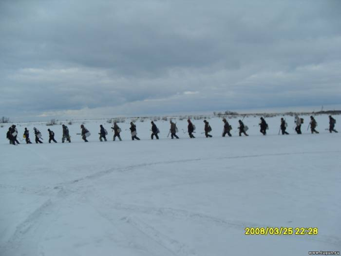 Соревнования в Подтёсово 26.03.2011 Енисейский р-н, Выход на лёд.