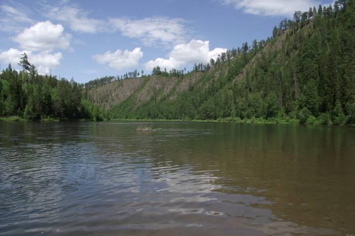 куда спешит река знакомая